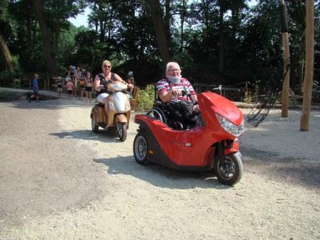 Het terrein is toegankelijk voor mensen in een rollator.