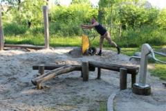 nieuwe zandberg bij de waterpomp